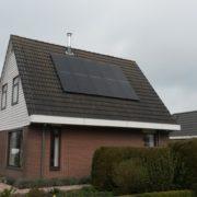 Zwarte zonnepanelen van Suntech in Woudsend