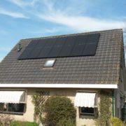 Zwarte Suntech zonnepanelen met SolarEdge omvormer in Ferwoude